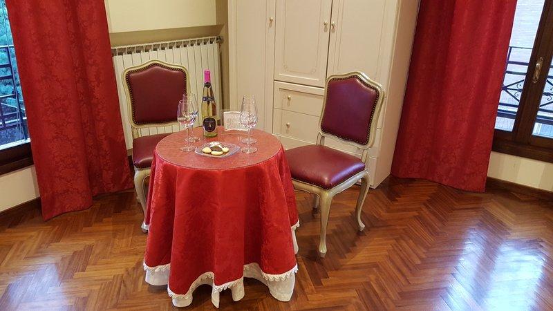 Due Torri Suites a due passi dalla Stazione Centrale e Centro di Bologna, vacation rental in Monte San Pietro