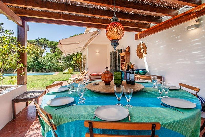 Praia das Macas Villa Sleeps 14 with Pool - 5678522, casa vacanza a Praia das Macas