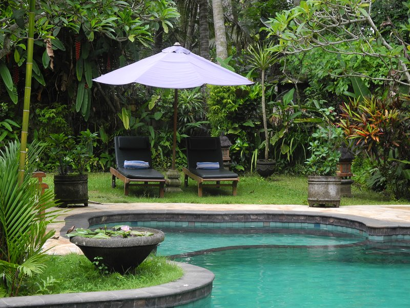 2BR Duplex Villa with Pool & Garden View, holiday rental in Lodtunduh