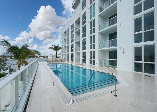 Tiffany House on Fort Lauderdale Beach 2 bedroom with stunning water views, alquiler de vacaciones en Fort Lauderdale