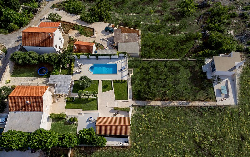Estate of villa of 1700 m2 from the air