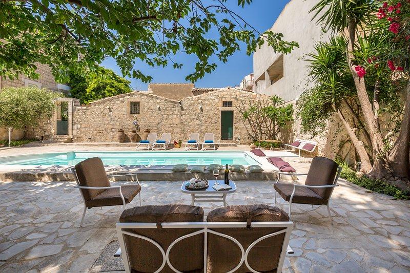 Villa LA FORMA DELL'ACQUA, holiday rental in Donnalucata