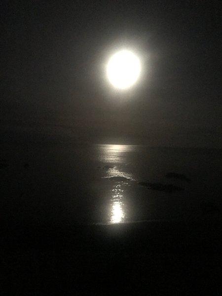 vista della luna da O'Neill Cottage
