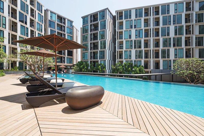 LuxuryRoom EasytoBeach & Town Fast HiSpeed Wifi FreeWater & Electricity, location de vacances à Ban Sam Kong
