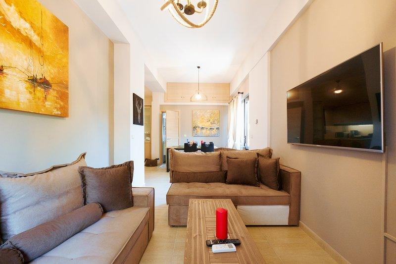 Stylish & Spacious Home, with Terrace & Parking, holiday rental in Mournies