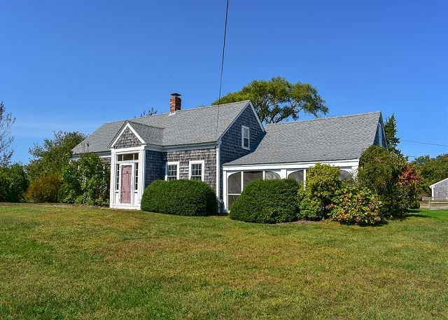 Four bedroom home less than 1/2 mile to South Village Beach, vacation rental in West Dennis