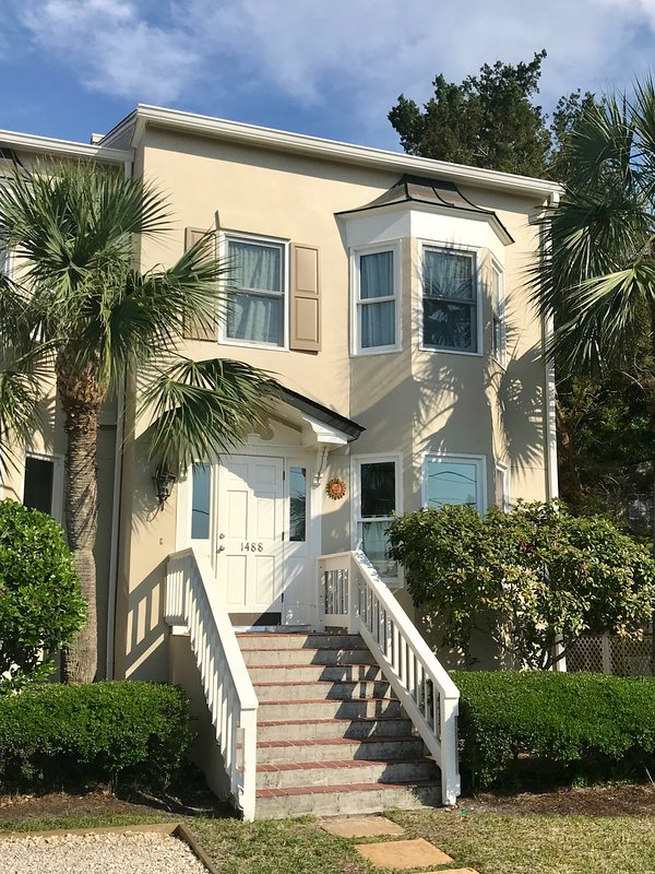 Vista Soleil is located in the San Simeon townhouse complex in the East Beach community.
