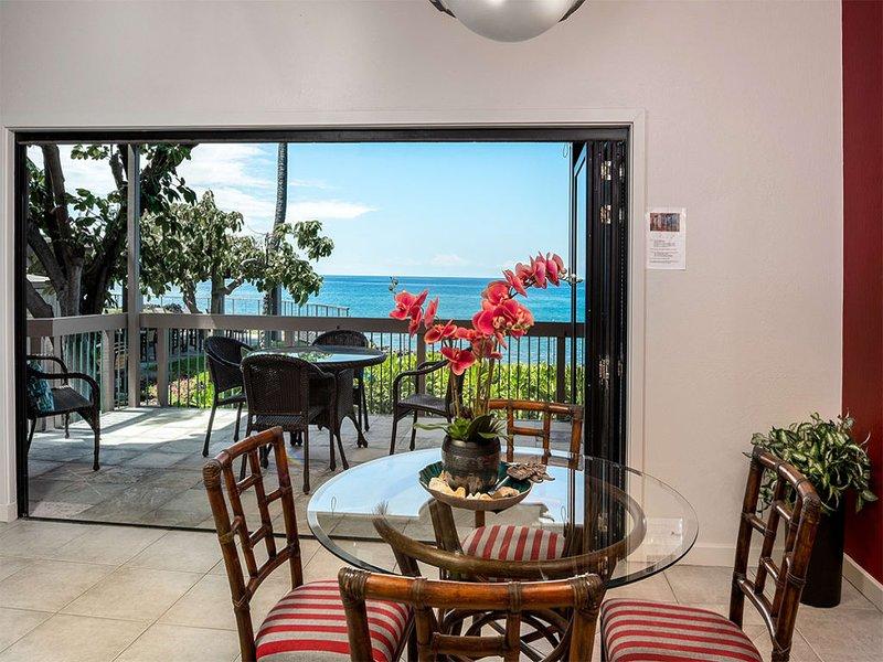 Ocean's Edge Paradise w/Lanai, Chic Kitchen, Laundry, AC, TVs+WiFi–Kanaloa at, alquiler de vacaciones en Keauhou