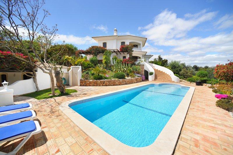 Villa Sequeira - Villa near the beach with private pool. Amazing location, holiday rental in Benagil