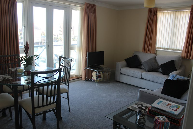 The Piazza has great harbour views from two balconies sleeps 4, casa vacanza a Eastbourne