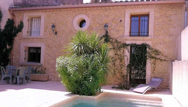 Holiday rental house in France with private pool near Pezenas, vacation rental in Saint-Thibery
