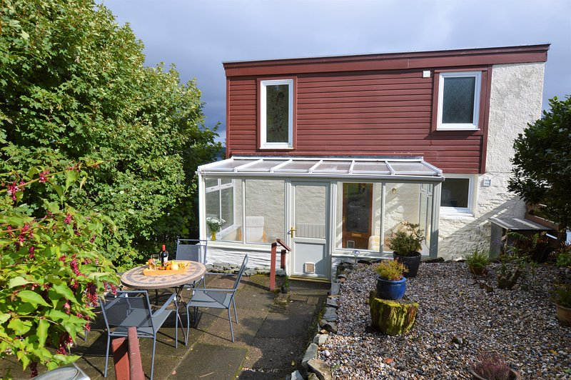 Springwell Cottage, sea views with private garden. Great value for money, casa vacanza a Wemyss Bay