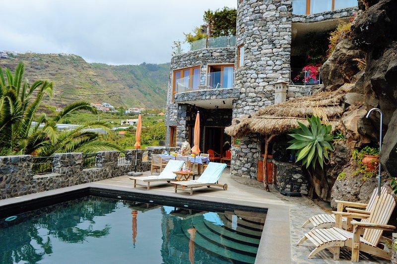 Castelo Áustria with private Pool, aluguéis de temporada em Ponta Do Sol
