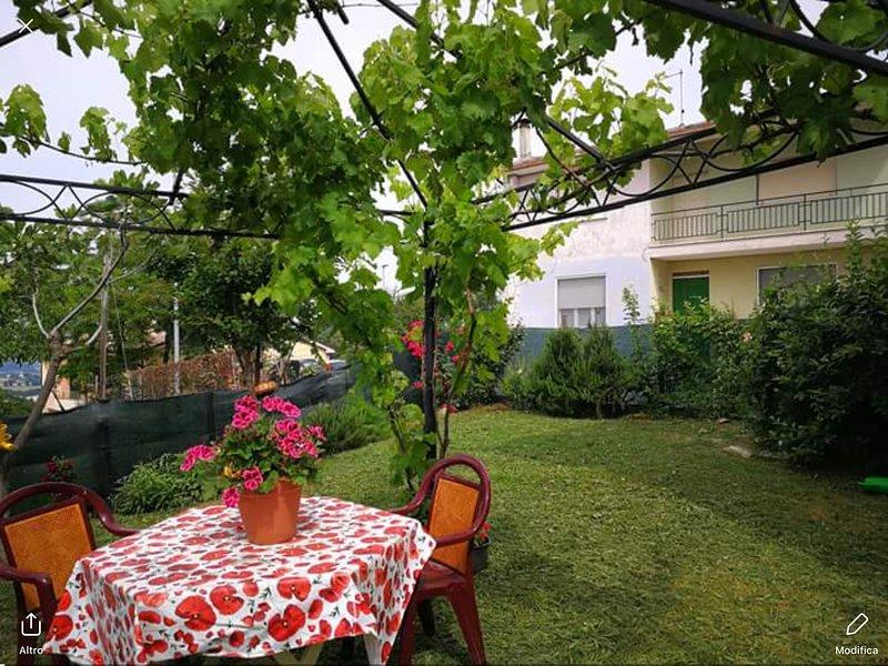 Beautiful house with garden & Wifi, location de vacances à Fratte Rosa