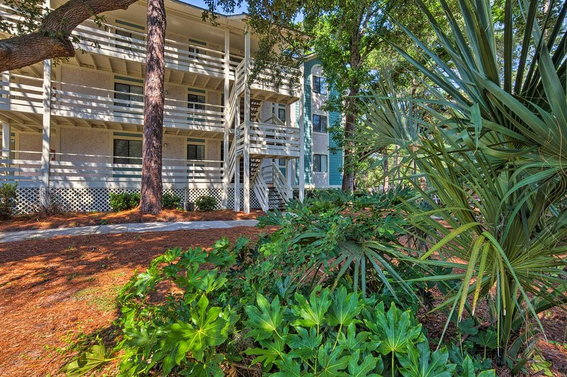 This charming unit boasts 2 bedrooms, 2 bathrooms and room for 6 guests.