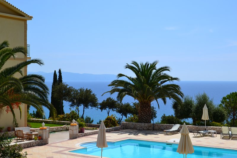 Kefalonia Greece Lourdata apartments: Enjoy your stay in Eagle's Nest studios