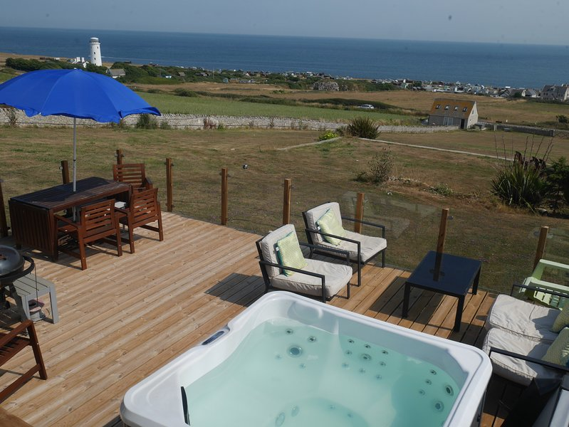 Lloyds Cottage, stunning views over English Channel and lighthouse, vacation rental in Isle of Portland