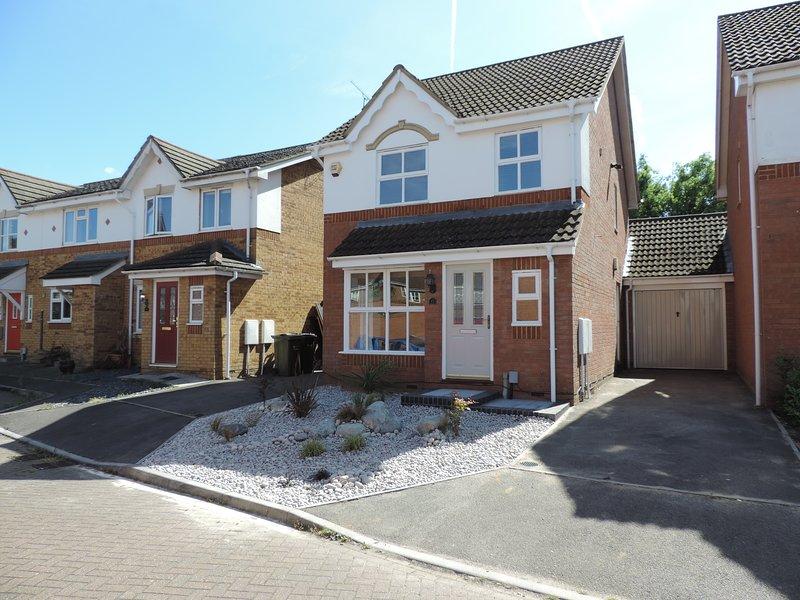 3 Bedroom House Ash Vale Airport Accommodation, alquiler de vacaciones en Thursley