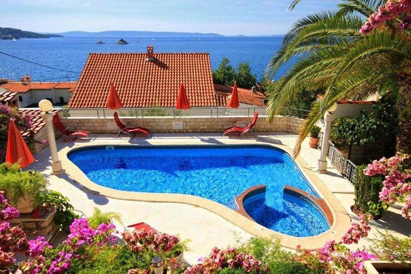 Holiday house Villa Bugenvilia, Ferienwohnung in Seget Vranjica