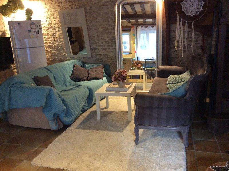 jolie maison  en pierres avec cour à 400m de la mer sur plages du Débarquement, alquiler de vacaciones en Bernieres-sur-Mer