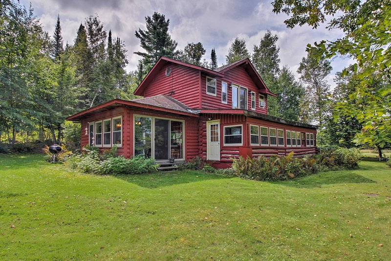Serene Wilderness Acres Cabin w/Views on Bear Lake, holiday rental in Isle