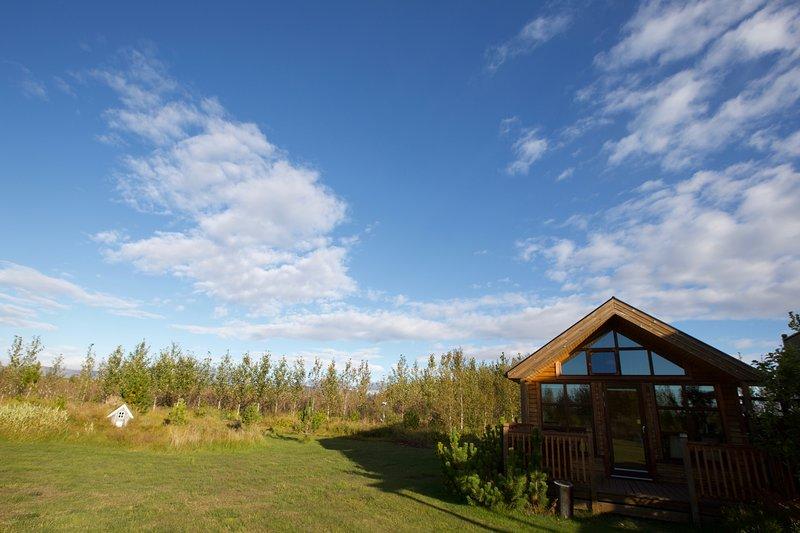 Beautiful cottage with hot tub. – semesterbostad i Skalholt