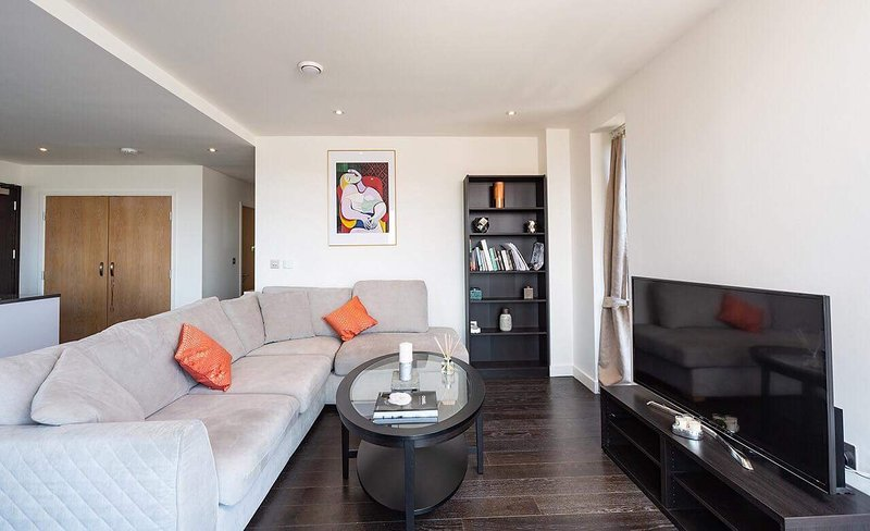 Luxurious apartment with 24 hours gym and concierge