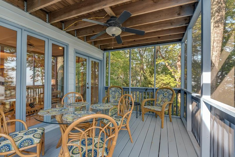 Screened in porch for relaxing and dining