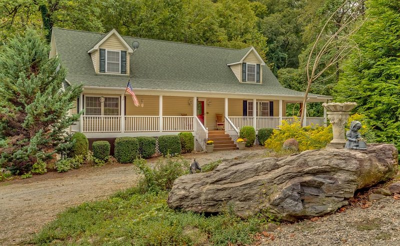 Rushing Waters Retreat | Pacolet River Frontage | 20 Min. to TIEC - Handicap Acc, vacation rental in Tryon