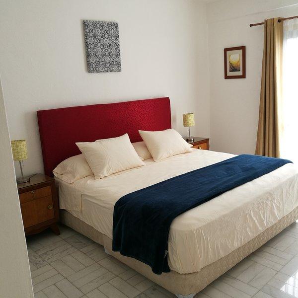 Recámara con cama king size  Bedroom with king size bed
