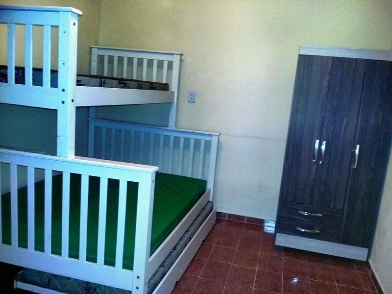 Dormitory with triliche and single bed booking able to receive a couple with two children.