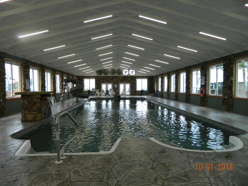 INDOOR POOL! BREATHTAKING VIEW! HOT TUB, FIREPLACE, FIREPIT! Chatt., TN 21 Miles, holiday rental in Whiteside