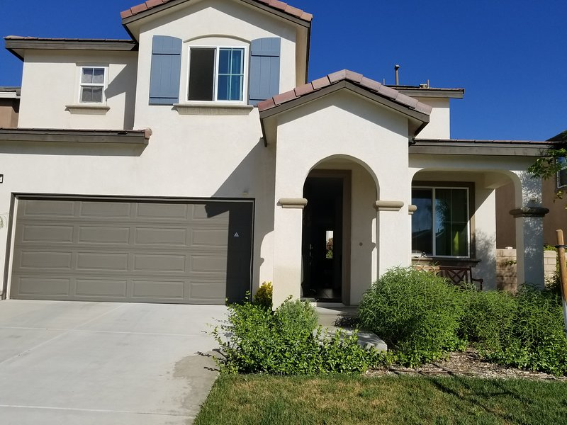 3 bed & 2 bath in new house of Rosena Ranch, aluguéis de temporada em San Bernardino
