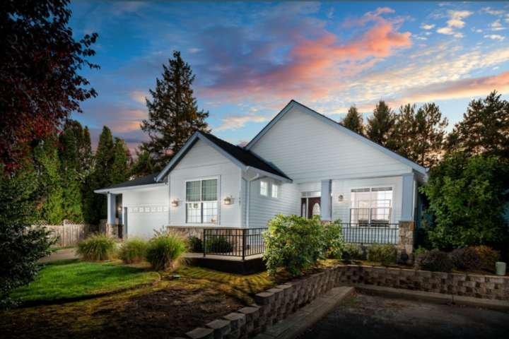 Southwest Portland Single Level Wheelchair Accessible Home With Open Floor Plan, holiday rental in Wilsonville