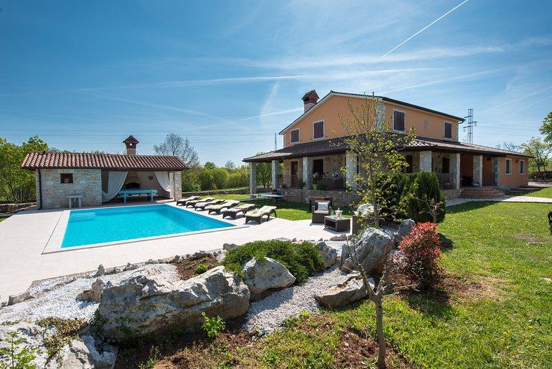 Villa VILA BACIO, vacation rental in Potpican