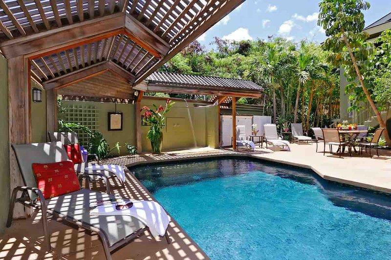 Poolside Bungalow 3bed/3bath, w/ Pool & Hot Tub- Steps To Beach, vacation rental in Kihei
