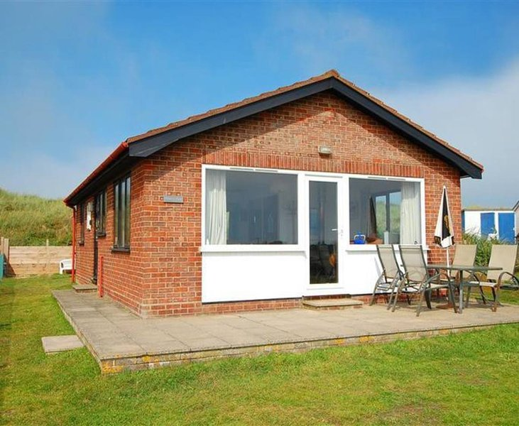 Eccles-on-Sea Beach Cottage, vacation rental in Norwich