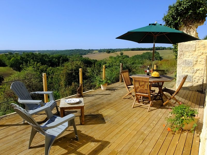 'Le Lievre', stunning two person gite in the heart of the countryside., holiday rental in Montmoreau-Saint-Cybard