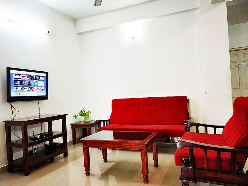 Honey Bee Serviced Apartments (3 Bedrooms) in Trivandrum, vacation rental in Kazhakkoottam