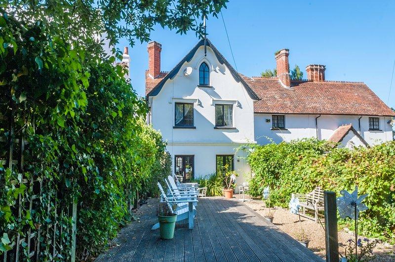 Gull Cottage, Bembridge - 4 Bedroom Family Holiday Home 100 Yards From Beach., aluguéis de temporada em Bembridge