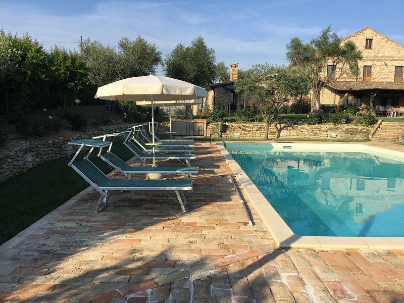 Villa e dependance con piscina, vacation rental in Monte Giberto