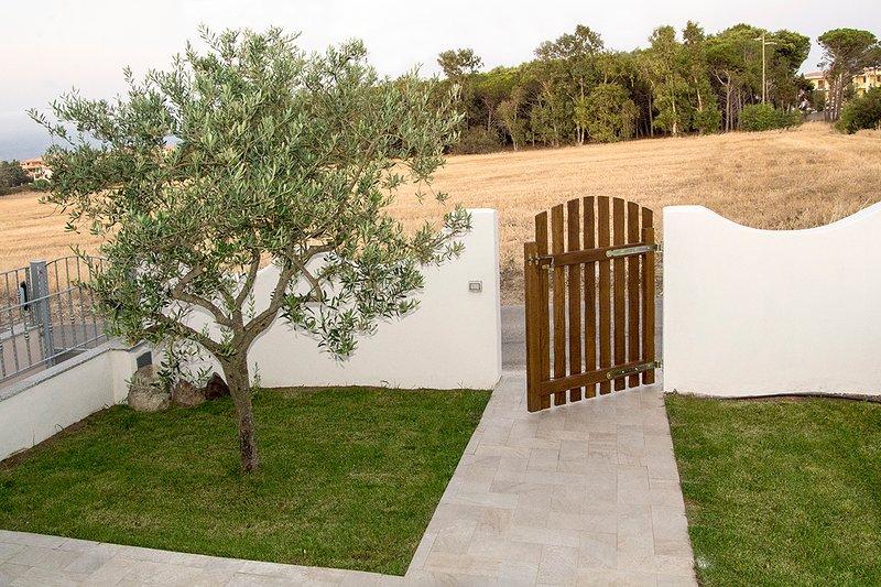 Detached house with garden in the north of Sardinia, Ferienwohnung in Valledoria