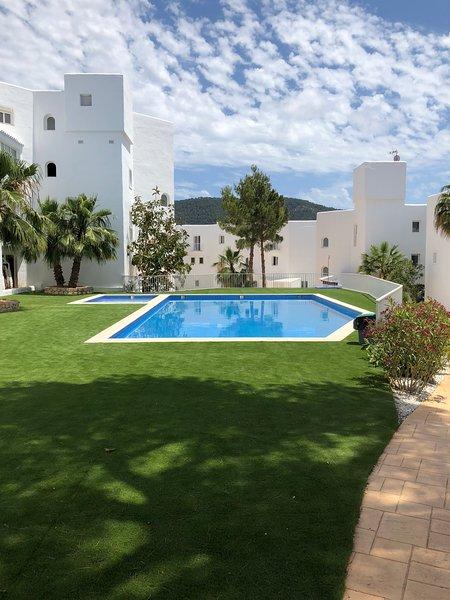 Casa Vadella Ibiza con bellissima piscina all'aperto!, vacation rental in Cala Carbo