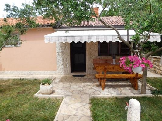 EXCELLENT SMALL STONE HOUSE FOR RENT / 4 PERSON, vacation rental in Privlaka