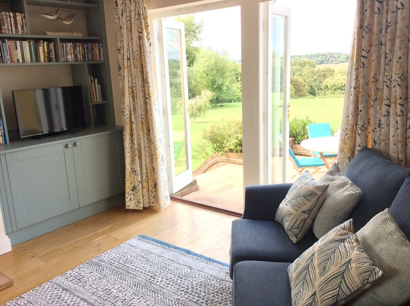 Riverside retreat over looking the stunning Waveney valley, near Eye Suffolk, vacation rental in Pulham Market