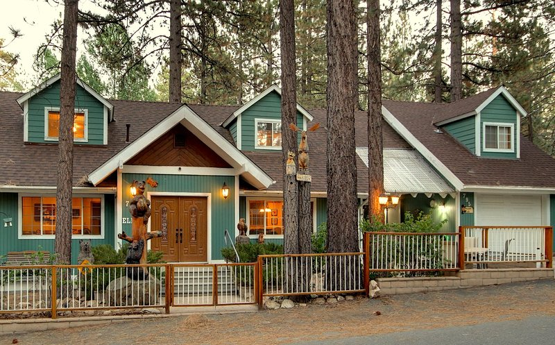 Mama Bear's Hideaway - Surrounded by Pine Trees