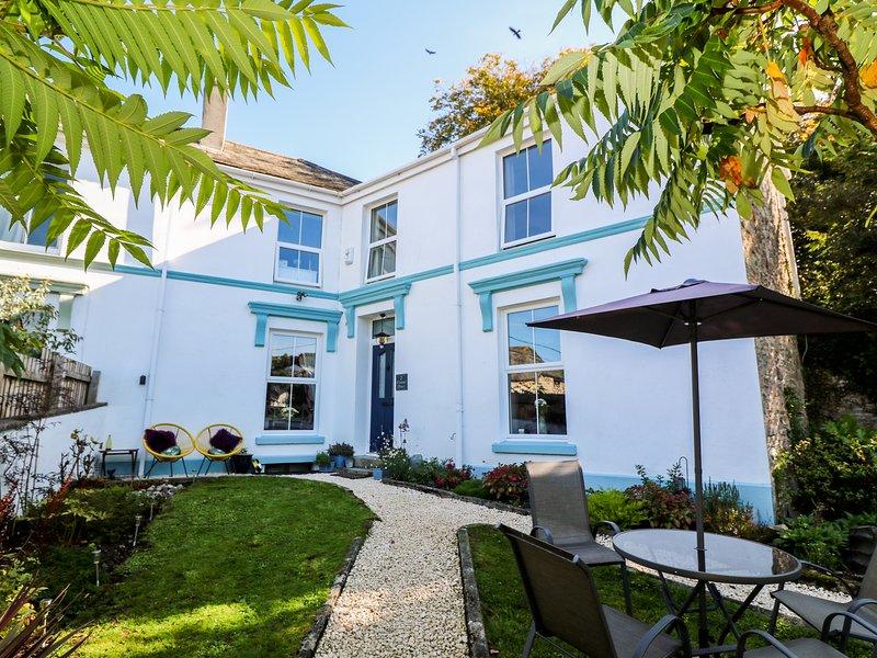 2 EMMA PLACE, elegant interior, off street parking, garden, dog friendly, in, location de vacances à Washaway