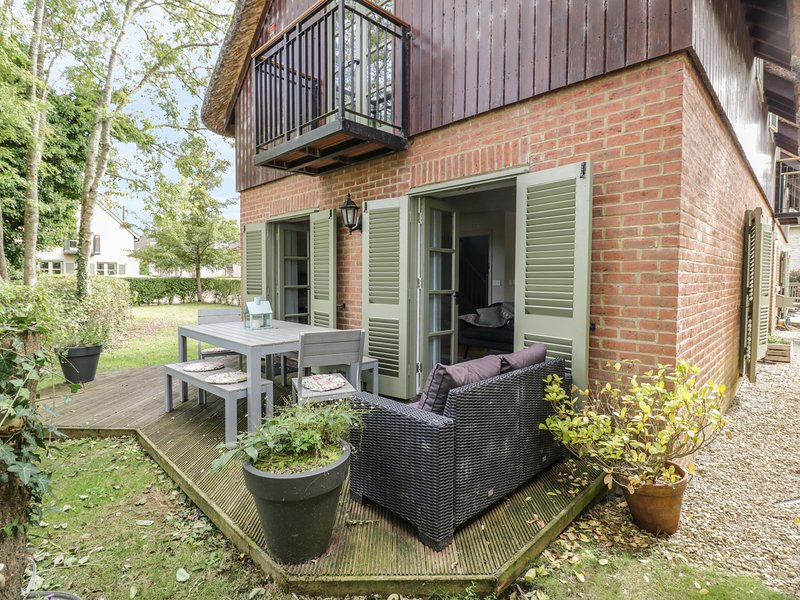 CARP'S RISE, Cotswolds Water Park, Somerford Keynes, vacation rental in Minety