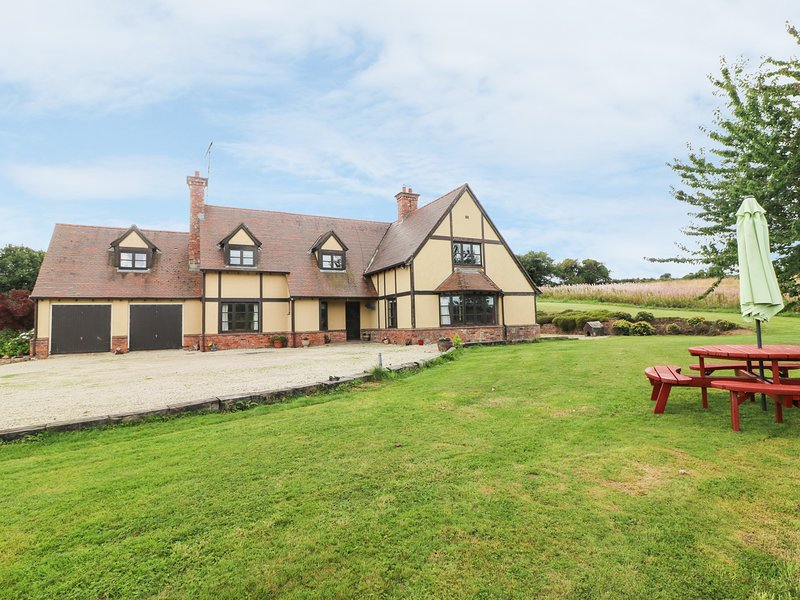 DERRYWATER HOUSE, 2 acres of land, character, near Aughrim, location de vacances à Brittas Bay