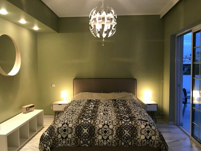 Villa with garden - center of Athens 250 m2, holiday rental in Chaidari